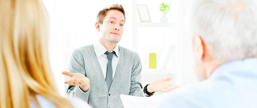 Mann im Vorstellungsgespräch ist sich nicht sicher