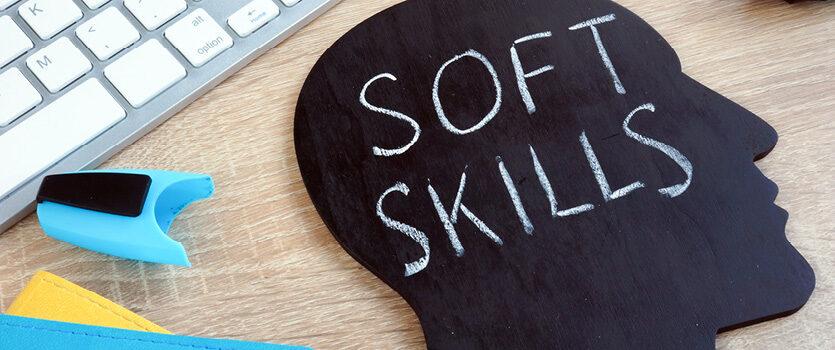 Soft Skills ist auf einer Kreidetafel geschrieben